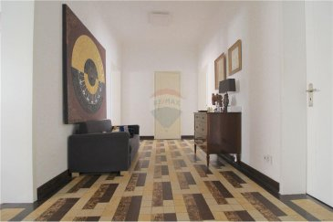 Veuillez contacter Joao Ferreira pour de plus amples informations : - T : +352 691 298 136 - E : joao.ferreira@remax.lu  RE/MAX, Spécialiste de l'immobilier, vous propose, en exclusivité, ce magnifique appartement situé au cœur de Luxembourg.  D'une surface habitable de 111 m², cet appartement se compose comme suit : d'une cuisine équipée et séparée avec un débarras, d'un grand séjour / salle à manger avec un très beau balcon de +/- 6,50 m² avec vue sur la Place de Paris, de trois chambres à coucher très lumineuses dont deux avec +/- 14 m², d'une troisième chambre de 9,50 m² avec balcon, peuvent également servir comme bureau, d'une salle de bains et d'un WC séparé.  Deux caves et un emplacement de parking complètent ce bien.  L'appartement est équipé d'une porte blindée, de fenêtres double vitrage, de stores électriques ainsi que du parquet dans le séjour/salle à manger et dans les chambres.  Je vous prie de bien vouloir me contacter pour plus de renseignements ainsi que pour plus de photos.  Frais d'agence RE/MAX : 3 % du prix de vente + TVA