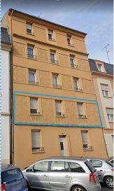 Appartement Thionville 3 pièce(s) 76.05 m2. Situé 10 boulevard Hildegarde, au 1er étage d\'une petite copropriété, cet appartement  de 76 m² se compose : d\'une pièce à vivre de 26 m², une cuisine équipée de 10 m², deux chambres de 11,37 m² et 12,59 m², une salle de douche ainsi qu\'un WC individuel.<br/>Actuellement loué 608 € / mois charges comprises.<br/>Le bien dispose également d\'une cave privative (14,9 m²) et d\'un jardin commun.<br/>Taxe foncière: 671 € <br/>Charges restantes propriétaire: 320 € / an<br/>IMMO DM: 03.82.57.31.87<br/>Copropriété de 6 lots (Pas de procédure en cours).<br/>Charges annuelles : 980.00 euros.