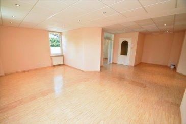 ***SOUS-COMPROMIS***  APPARTEMENT SITUÉ À NENNIG (ALLEMAGNE) Jean Marc Estgen & RE/MAX SELECT, spécialistes de l'immobilier à NENNIG ( en Allemagne juste en face de Remich), vous proposent en exclusivité ce bel et spacieux appartement situé au rez de chaussée.  Voici comment il se compose:  - Une entrée - Un grand salon et salle à manger de ±52m² - Une cuisine équipée - 3 Chambres - 1 Bureau - 2 Salles de bains - 1 Buanderie - 1 Cellier - 2 WC séparés - 1 Garage et plusieurs places de parking extérieures - Parquet massif  Possibilité d'avoir une terrasse sur l'arrière. La résidence se trouve dans un bon état. Aucun frais à prévoir. À moins d'1 kilomètre de Remich.  À visiter sans tarder
