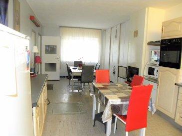 Maison de village de 150 m2 en pierre de taille. Offrant au RDC  une entrée, deux cuisines dont une équipée, un beau salon séjour de 30m2 avec cheminée, ainsi qu'une  terrasse de 30 m2 a l'avant (la maison ne dispose pas de jardin) Toujours au rez-de-chaussé, deux salles de bain dont une aménagée pour personnes a mobilité réduite, 2 wc séparés, et un cellier. Au premier étage, 6  grandes chambres dont deux en enfilades, avec (possibilité de créer un grand bureau, salle de jeux, ou coin cinéma). Combles aménageables. Laissez vous séduire également par son garage 1 voiture avec accès direct à la maison. Nombreux stationnements juste devant la maison. Une cave a vin.   Double vitrage. Chauffage électrique, plus cheminée avec insert. Mur de 1 mètre d'épaisseur, maison sur dalle. Travaux de décoration à prévoir. Maison offrant de nombreuses possibilités d'aménagement. Possibilité d' être découpé en deux appartements.  A deux pas des commerces et écoles. A 5 min du Luxembourg (ESCH sur ALZETTE), 15 min de Thionvile, 20 min de Briey. FRAIS D AGENCE A CHARGE VENDEUR. MANDAT EXCLUSIF.