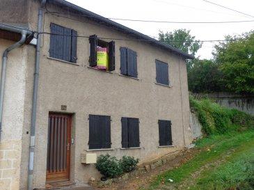 12bis Rue de la Chavée, A 20 min de Metz dans le village de Novéant sur Moselle,  vous trouverez une maison mitoyenne de trois pièces pour une surface de 75m². Aménagée sur deux niveaux, elle se compose au rez de chaussée d'une entrée, d'un séjour avec sa cuisine meublée et équipée, d'un dégagement et d'un wc. La visite se poursuit à l'étage avec deux chambres, un dégagement, une salle d'eau et un wc. Chauffage individuel électrique. Maison disponible à compter du 15 Avril 2021.  Honoraires d'agence selon LOI ALUR 495 € pour la constitution du dossier, la rédaction du bail 3€/m² pour l'état des lieux, soit: 225 € Soit un total de 720 €.