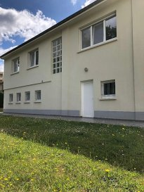 Montigny-lès-Metz, Investisseurs, F2 loué état neuf. Dans une copropriété de 3 lots à faible charges, un appartement comprenant une entrée, un séjour, une cuisine équipée une chambre, une salle d\'eau, un wc et un jardinet.<br/>Loué 632€/mois