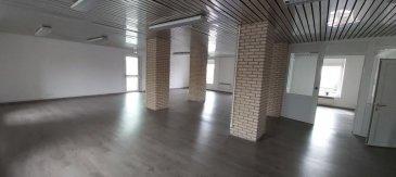 Bureau de type Open Space à Petit-Réderching. A louer à prix très attractif, au deuxième étage d\'un immeuble, un Open Space de 90m² au prix de 810€ + 200€ de charges (eau, électricité ...)<br/><br/>- Contactez-nous au 03 72 64 01 02 -