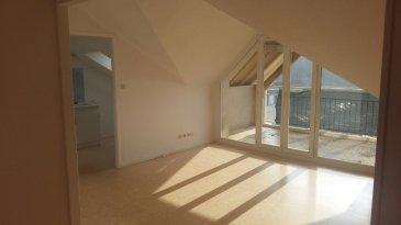 Appartement comprenant entrée, cuisine, séjour avec balcon, 3 chambres et salle de bains. Chauffage ind. gaz