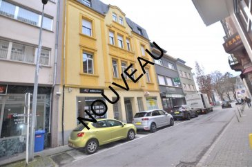 Isma BAUER RE/MAX, spécialiste de l'immobilier au Luxembourg . A Dudelange, vous propose à la location ce bel appartement  dans un immeuble en copropriété mixte (2 commerces et 6 appartements) très bien entretenu. Situé au dernier étage avec ascenseur. D'une superficie d'environ 47m² habitables. Il est situé a proximité des commerces. Il se compose de la manière suivante : - Pièce principale d'environ 25 m² avec une future cuisine complètement équipée et son coin salon. - Hall accès. - D'une salle de bain d'environ 4,5 m² avec WC. - Une chambre d'environ 15 m². - Une cave de 6 m², pour compléter ce bien. Cet appartement est en cours de rénovation (nouvelle cuisine et nouvelle peinture dans tout l'appartement).  Loyer 950' + 160' de charges. Disponible 15/03/2019 N'hésitez pas a nous contacter.  isma.bauer@remax.lu +352 621 813 784 Ref agence :5096054