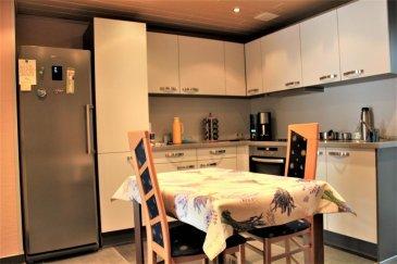 -(SOUS COMPROMIS)- Re/Max spécialiste de l'immobilier à Belvaux vous propose en exclusivité cette maison à rénover d'une surface habitable de plus de cent vingt mètres carrés. Celle-ci dispose de quatre chambres (possibilité d'extension), d'une véranda et d'un garage. Ce bien est complété par une terrasse - un jardin d'un are ainsi qu'un terrain attenant. Cette maison au potentiel avéré se situe dans une rue calme (zone 30) de Belvaux et proche de toutes commodités et transports en commun. A visiter sans tarder. Contact: Frédéric LIGUTTI Re/Max BELVAUX 691 120 289 frederic.ligutti@remax.lu Ref agence :5095819