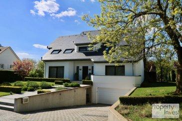 -- FR --<br/><br/>L\'agence Property Invest vous propose en vente :<br> <br>une splendide maison de très haut standing à Bettange-sur-Mess dans la cité « Op Der Haard ». Cette villa d\'exception des années 1980 est construite sur un terrain de 14,34 ares et dispose d\'une surface habitable de 200 m2.<br> <br>Ce bien exceptionnel a été construit avec le plus grand soin dans le choix des matériaux et finitions et vous offre un grand espace de vie d\'un style indéniable.<br> <br>Au rez-de-chaussée : <br> <br>Un hall d\'entrée avec des armoires encastrées, un WC séparé, un grand living/salle à manger avec feu ouvert donnant accès à la terrasse et au jardin parfaitement aménagé, une généreuse cuisine équipée bénéficiant d\'une installation électroménagère haut-de-gamme, une buanderie avec des armoires sur mesure et une chambre à coucher/bureau.<br> <br>Au premier étage :<br> <br>Une mezzanine/bureau, 3 belles chambres à coucher dont deux avec des armoires encastrées et deux salles de douche.<br> <br>Le sous-sol :<br> <br>Un garage pour deux voitures, une chaufferie (chaudière 2009), une cave privative ainsi qu\'une cave à vins complètent ce magnifique bien.<br> <br>Équipements techniques : Double vitrage - Chauffage au Gaz - Toiture/Velux/façade refait en 2018<br> <br>N\'hésitez pas à nous contacter pour des informations supplémentaires.<br><br>Cordialement,<br> <br>Property Invest Team<br>Tel : +352 671 888 777<br>Email : info@propertyinvest.lu <br>Web : www.propertyinvest.lu<br><br />Ref agence :6079341#BJB