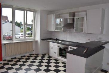 Appartement T3 de 62,19m² à vendre<br /><br />Appartement qui contient une entrée, une salle d\'eau, une cuisine équipée, un salon, trois chambres, un wc et une cave&period;<br />Revêtement de sol refait à neuf&period;<br />Deux places de parking sont à disposition&period;