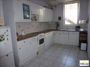 A RENOVER FORBACH - 7 pièce(s) - 153 m². Maison mitoyenne à vendre à FORBACH comprenant 6 chambres, une cuisine équipée, un salon séjour, une grande salle de bain, une cave et un jardin. Des travaux de rafraîchissement sont à prévoir.  Il n\'y a pas de garage.<br/>~Contact Agence de Sarreguemines 03.72.64.01.02 ~www.nordsud-immobilier.fr