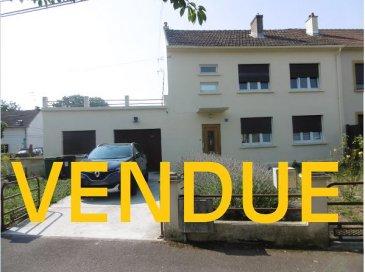 Maison Florange 5 pièce(s) 130 m2. Située au 74 avenue des Tilleuls à Florange, cette maison familiale jumelée d\'un côté  saura vous séduire par son jardin de 13.60 ares  et  sa surface habitable de 130 m² .<br/>Elle se compose  au rez de chaussée d\'une entrée de 9.80 m² desservant un WC individuel, un salon séjour traversant de 33 m² donnant sur une cuisine ouverte de 13 m², d\'une salle de bains,  deux pièces buanderies et un garage double.<br/>Au 1er étage un dégagement  parqueté ainsi que 3 chambres  (17 m²,12 m² et 17 m²) , une salle de douche avec WC;<br/>L\'accès à la terrasse de 50 m²  se fera par le dégagement du 1er étage (ouverture à re-créer)<br/>Un grenier  d\'environ 80 m² dalle béton complète ce bien.<br/>Une petite maison de jardin de 30 m² construite en agglos agrémente le jardin.<br/>Taxe foncière 870.00 €<br/><br/>IMMO DM 06-11-98-36-91<br/>