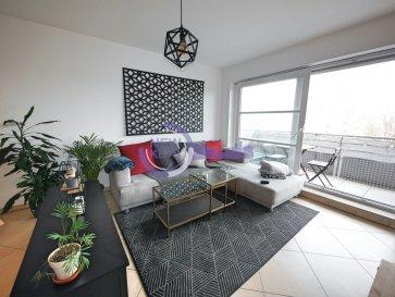 L'agence New Keys vous propose à la vente ce superbe appartement 1 chambre de 55 m2  /- avec balcon. Idéalement situé au 3e étage avec ascenseur dans une résidence très bien entretenue de 2008.  L'appartement se présente de la manière suivante :  - Cuisine équipée ouverte sur le living ( 37m2  /-) - 1 chambre avec dressing ( 12m2  /-) - Une salle d'eau ( 5m2  /-) - Un balcon ( 5m2  /-)  Pour compléter ce bien, vous profiterez d'un emplacement intérieur, d'une cave, ainsi qu'une buanderie commune.  Faibles charges.  Proche de toutes commodités : crèche, Lycée technique, Cactus, restaurants, etc. Transport/bus : les lignes de bus 7, 15, 30, 31 desservent le quartier de Bonnevoie. Gare à 5 minutes à pied.  Pour plus d'informations et/ou visites, veuillez nous contacter au 27 99 86 23 ou par e-mail à l'adresse info@newkeys.lu  Les prix s'entendent frais d'agence de 3 % TVA 17 % inclus dans le prix et payable par le vendeur.  Nous recherchons en permanence pour la vente et pour la location des appartements, maisons, terrains à bâtir etc pour notre clientèle déjà existante. N'hésitez pas à nous contacter si vous avez un bien pour la vente ou la location. Estimation gratuite.    Ref agence :B5003374