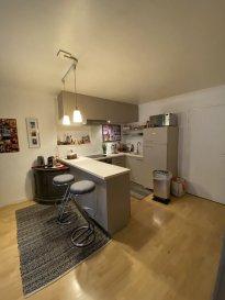 2 pièces meublé - 61m2 - Centre-ville Strasbourg.  A louer, au centre-ville de Strasbourg, dans une copropriété au calme, bel et grand appartement meublé type F2 de 61.52 m2, au 1er étage sans ascenseur. Il se compose d\'une entrée, d\'une cuisine aménagée et équipée ouverte sur un espace repas ainsi que sur le salon, d\'une chambre avec dressing, d\'une salle d\'eau et d\'un WC séparé. Chauffage et eau chaude individuel électrique. Libre de suite. Loyer: 790EUR par mois charges comprises (dont 90EUR de provisions pour charges avec régularisation annuelle). Dépôt de garantie: 1400EUR. Honoraires à la charge du locataire: 584.44EUR  TTC état des lieux compris (dont  184.56EUR TTC pour l\'état des lieux). Hebding Immobilier 03.88.23.80.80.