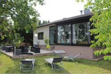 Maison individuelle, 4 chambres, 145m², 6.70 ares RE/MAX spécialiste de l'immobilier à Aspelt  (commune de Frisange)  vous propose cette maison de  /-145 m², implantée sur un terrain de 6,70 ares.  Ce bien est composé comme suit :  Au rez de chaussée : - un  hall d'entrée ( /-17m²) - un bureau ( /- 8,6 m²)  - deux chambres  ( /-11,7m²)( /-16m²) - un WC séparé ( /- 2 m²) - une salle de bain avec douche et WC ( /- 6 m²) - une cuisine équipée ouverte sur véranda ( /- 10,7 m²) - salon séjour avec accès sur véranda ( /- 27m²) - véranda chauffée/climatisée ( /- 11 m²) avec accès sur une terrasse extérieure ( /-20m²) et le jardin orienté plein sud   A l'étage :  - deux chambres de ( /-13m²)( /-14m²) - une salle de douche  de  /- 4m²  avec WC - un espace bureau ( /- 5m²)  Au sous-sol : - un garage 2 voitures avec porte motorisée  ( /- 45 m²) - une buanderie ( /- 16 m²) - un local avec chaudière gaz ( /- 5 m²) - trois caves ( /- 13m²)( /- 13m²)( /- 18m²)  Cette maison vous séduira par son agencement et sa situation au sein d'un quartier résidentiel très calme. A noter parmi ses équipements:  -  volets roulants PVC  -  fenêtres double vitrage  -  raccordement fibre TV/internet/téléphone  -  trois splits de climatisation répartis sur les 2 niveaux d'habitation  -  deux places de parking extérieures  Au c?ur de la campagne verdoyante, elle est située à proximité des villes de Frisange (6 km), Mondorf les Bains (6 km) et  Luxembourg (22km), de l'autoroute A13, des écoles, crèches?   N'hésitez pas à nous contacter pour toute question, complément d'information ou convenir d'une visite.