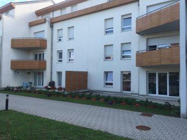 A Montigny-Lès-Metz proche Marly, dans copropriété de standing, au 2ème étage avec ascenseur, appartement de type F2 de 51,6 m²,garge de 17,6 m² et cave 2,5 m². Il se compose d'une entrée, 1 cuisine, 1 salon séjour, 1 salle de bain et toilette. Chauffage individuel gaz. Syndic pro/Batigestion Charges annuelles/ Lots de copropriété/ 17 caves, 13 parkings sous-sol, 17 appartements. Le prix est de 103 000€, les honoraires d'agence sont intégralement à la charge du vendeur.