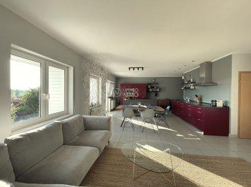 Manso Immo vous propose en exclusivité ce très lumineux appartement de 90m2, de 2 chambres à coucher et possibilité de faire une 3ème chambre, situé au dernier étage de la résidence (2003), très bien entretenu, sans ascenseur à faibles charges et aucuns travaux à prévoir.<br><br>Il se compose d\'un hall d\'entrée, une grande cuisine équipée ouverte sur le living donnant accès sur le balcon, 2 chambres à coucher dont une avec terrasse, une salle de bain, buanderie privé et wc séparé. <br><br>2 emplacements intérieur inclus et possibilité d\'achat de 2 emplacements supplémentaire ainsi qu\'une cave complètent ce bien.<br><br>Toutes les indications sont basées exclusivement sur les informations mises à notre disposition par nos clients.<br><br>Nous n\'assumons aucune garantie quant à l\'exactitude et l\'actualité de ces indications. Les prix affichés s\'entendent frais d\'agence inclus de 3% 17%TVA.<br><br>Les honoraires d\'agence sont à charge des vendeurs. Pour plus d\'informations, photos ou convenir d\'un rendez-vous, vous pouvez nous contacter au : 352 24 51 33 79 info@mansoimmo.lu<br>