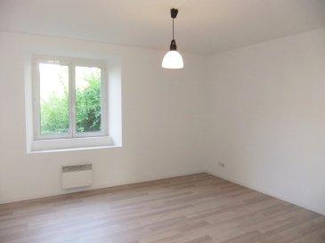 Appartement F2 rénové au RdC surélevé d'une copropriété de 11 appartements: 52.65 m² Loi Carrez  Entrée 2,45 m², séjour 18,58 m², cuisine équipée 15,31 m², 1 chambre 11,38 m², SdE/buanderie 3.60 m² et WC séparé 1,33 m².  DV PVC blanc, chauffage électrique  Disponible immediatement