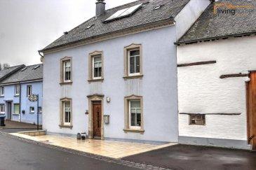 Charmante maison de campagne, entièrement rénovée, se situant sur un terrain de 3 ares. en plein coeur de la localité d'Arsdorf. Cette propriété est l'une des plus anciennes du pittoresque village ardennais. Sa construction remonte à la fin du 17e siècle.   DESCRIPTION: Rez-de chaussée - Hall d'entrée 4,29 m² - Bureau 16,21 m² - Double séjour équipé d'un poêle scandinave 35,39 m² - Cuisine équipée 20,13 m²  Etage1 - Hall de nuit 8,71 m² - Chambre à coucher parentale 22,14 m² - Chambre à coucher 17,14 m² - Salle de bains 9,77 m² - Chambre à coucher 17,03 m², salle de bains 2,78 m², salon privatif/chambre 14,56 m², pouvant être convertis en appartement intégré.  Etage 2 - Grenier aménageable 90 m²  Etage -1 - 2 caves voutées  Extérieures: - 2 terrasses - chaufferie / local technique 21,27 m² - local de stockage et buanderie 7,77 m² - 1-3 emplacements parking extérieurs  ARSDORF se trouve au bord du Parc naturel du Lac de la Haute Sûre, une région qui par sa beauté de ses paysages propose une multitudes d'attractions sportives pendant la saison estivale, comme p.ex. la baignade, la pêche, la voile, la plongée, le canotage ou bien encore de magnifiques randonnées pédestres, à cheval ou VTT.  Proche de toutes commodités, école primaire à Koetschette (2 min), Lycée ä Wiltz (15min) et à Redange (15 min), crèches, maison relais, restaurants, banques, centre commercial, business center à Martelange (10 min).  Distances:   Wiltz 15 minutes Redange/Attert 15 minutes Ettelbruck-Gare 25 minutes   Mersch 30 minutes  Luxembourg 50 minutes Bastogne 20 minutes   Pour toutes informations supplémentaires contactez-nous aux numéros suivants: - Carine DEI CAMILLO        +352  621 45 32 08 - Pascal POOS                    +352  621 36 20 26 - BUREAU                           +352    27 80 83 56 Ref agence :3497556