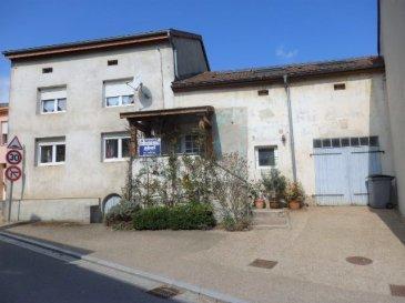 EXCLUSIF : nous vendons à proximité du Luxembourg A 3 kilomètres seulement de Mondorf Les Bains. Situé au centre du village de PUTTELANGE LES THIONVILLE. Une maison Lorraine totalement rénovée en 2006. Elle offre sur une surface totale habitable de 140,22 m2 En rez-de-chaussée : Un long couloir de 10 m2 Un salon séjour de 27 m2 Une cuisine aménagée et équipée de 15 m2 de la marque SieMatic Une salle d'eau, avec douche à l'italienne et WC séparé. A l'étage : Trois chambres 9 – 10 et 15 m2 avec dressing et une pièce bureau.  Une salle de bain avec baignoire Balnéo et un WC. Avec aussi les combles aménagés, une chambre avec dressing et salle de sport. Extension possible de la maison OU créer un appartement sur la partie grange/garage et atelier. Au sous-sol : Un garage de 8 m de longueur, une buanderie, la chaufferie. *** Double vitrages sur châssis PVC OB récent de 2006. *** Chauffage central au fuel par une chaudière de marque Viessmann modèle Calorond 055 avec plusieurs fonctionnalités, eau chaude incorporé. Adoucisseur d'eau de marque Apic. *** Sauna traditionnel 4 places. *** 8 panneaux solaires photovoltaïques, rendement de 800 à 1000€ annuel. *** Terrasse aménagée à l'arrière. *** Cave voûtée. Disponibilité à convenir. CONTACT : Jean-Luc MEYER – Agent commercial au 07 60 13 78 96 Les frais d'agence à la charge des vendeurs sont inclus dans le prix de vente.