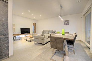 RE/MAX Partners, spécialiste de l'immobilier à Mondorf-les-Bains vous propose à la location ce bel appartement de 2015 aux finitions haut de gamme, d'une superficie de 84 m2 habitables. Situé dans une rue calme, au deuxième étage d'une résidence de standing avec ascenseur, il se compose de la manière suivante :  Un hall d'entrée avec placard encastré, une pièce de vie séjour/salle à manger de 35 m² avec un accès sur une grande terrasse filante, une cuisine équipée ouverte sur le séjour, une première chambre de 12 m² avec l'accès à la terrasse, une deuxième chambre de 17 m² avec également l'accès sur la terrasse et sa salle de bains avec WC, et une salle de douches avec WC.  Ce bel appartement est complété par un emplacement intérieur et une cave privative, et une buanderie commune.  Caractéristiques supplémentaires : double vitrage, chauffage au sol, prises TV/internet dans les chambres, situation calme, ascenseur, etcà  Disponibilité à immédiatement.   Charges mensuelles : 250 €/mois   Caution : 4800 €  La commission d'agence s'élève à 1 mois de loyer + TVA payable par le locataire.  Contact Eduardo VIEIRA +352 691 683 703 Ref agence :5096246
