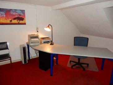 A louer à Luxembourg centre-ville, rue Louvigny, au 4ème étage, un bureau meublé d'une surface de 25m2.  Caution de 2070 EUR. Libre de suite.