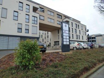 Monia Souilmi ( 691 21 29 46 / monia.souilmi@remax.lu ) et RE/MAX Luxembourg, vous présentent en location un Bureau neuf de 17m²  environ avec un WC et une réception qui fait 39m² environ espace commun au rez-de-chaussée d'un immeuble de l'année 2012, situé dans le quartier de Belair.  L'ensemble fait:   1100 Euros mensuel et 110 Euros de charges.    La caution est liée selon la période du contrat: - 3 mois de caution pour un contrat d'1 an - 6 mois de caution pour un contrat de 3-6-9   Ce bureau est idéal pour les professions médicale, paramédicale, indépendant et toutes types de professions de services.  Réservez votre place ! Vous êtes installez au meilleur quartier de Luxembourg et à proximités de toutes les commodités. Ref agence :5096130