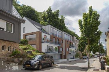 L\'agence immobilière Christine SIMON vous propose un appartement au premier étage dans sa nouvelle résidence « Les Jardins de Weimerskirch » située dans le quartier calme et convivial de Weimerskirch. <br><br>L\'appartement 3B libres de 3 côtés dispose d\'une superficie brute de +/- 122,50 m², d\'une terrasse à rue de 6,5 m² et d\'une terrasse arrière de 30 m². Le bien est desservi par une cage d\'escaliers commune et par un ascenseur s\'ouvrant sur le hall d\'entrée privé. Il se compose de trois chambres à coucher, d\'une salle de bains avec WC, d\'une salle de douche, d\'un WC séparé ainsi que d\'une buanderie. La pièce de vie comprenant une cuisine ouverte, un salon, un coin bureau et une salle à manger est particulièrement spacieuse et lumineuse grâce à de larges baies vitrées. L\'appartement dispose également d\'un grenier aménageable. <br>L\'appartement dispose également d\'une cave .<br><br>L\'emplacement intérieur est au prix de 50.000 € hors frais.<br>Certificat de performance énergétique (CPE): A-B-A<br>Chaudière collective à au gaz, triple vitrage, panneaux solaires, chauffage au sol, Isolations thermique et phonique renforcées, volets électriques, Ventilation mécanique double flux avec récupération de chaleur, citerne d\'eau de pluie pour l\'utilisation des wc, éclairage led automatique des parties communes et un accès sécurisé au parking par télécommande.<br><br>La construction débutera dès 60 % de ventes réalises et prendra 18 mois.<br><br>Arrêt de bus à 200 m, Piste cyclable à 550 m, Gare de Dommeldange à 650 m, Hôpital à 700 m, école fondamentale à 1,7 km.<br>Quartier d\'affaires (Kirchberg) à 2 km, école européenne 2,1 km, université du Luxembourg à 2,9 km, Parc des expositions et centre culturel et commerces également entre 3,7 et 4 km.<br><br>Prix des logements hors TVA et hors frais.<br>Pour de plus amples renseignements ou un rendez-vous dans notre bureau n\'hésitez pas à nous contacter au numéro: 26 53 00 30 1ou par email info@christinesimon.l