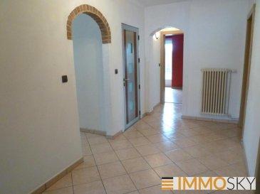 M572688- APPARTEMENT F4 96M2 A BASSE-HAM  Dans une copropriété de 3 lots seulement , au 1er étage sans ascenseur , LUMINEUX et SPACIEUX appartement de 96m2 comprenant une entrée , une cuisine SÉPARÉE et ÉQUIPÉE , un double SÉJOUR DE 34m2  , 2 CHAMBRES ( 14 et 15m2 ) dont une avec un accès à un petit BALCON  , une salle de bain avec DOUCHE et BAIGNOIRE , un wc séparé , une petite buanderie  Un GARAGE et une dépendance carrelée de 12 m2 complète ce bien .  Chauffage individuel au gaz , double vitrage PVC , volets roulants manuels .   Au centre ville de Basse-Ham , proche de toutes commodités, à 150m de l'école maternelle . A 20min de la frontière Luxembourgeoise .   Voisin de Yutz , Cattenom , Koenigsmacker . Proche de L'A31 Metz- Thionville -Luxembourg   Contactez Myriam Sgombri Agent IMMOSKY au 07 71 05 49 58 ( RSAC 829098979)   Pour plus d'informations Myriam SGOMBRI, Conseiller spécialiste du secteur, est à votre entière disposition au 03 87 15 47 74. Honoraires à la charge du vendeur.