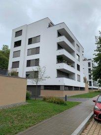 Dans le très beau domaine de Green Hill à Luxembourg-Dommeldange, appartement 2 chambres à louer, 96m2 + 18m2 de terrasse, cuisine et salle de bains équipée, grands placards, parquet. Un emplacement de parking intérieur et une cave. Le domaine bénéficie des services d'un concierge. Pour tous renseignements : David NUCCI 661 52 25 37 ou david@lnimmo.lu