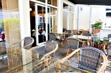 Jean-Marc Estgen & RE/MAX SELECT, spécialistes de l'immobilier à Luxembourg, vous proposent un fond de commerce d'un splendide restaurant à la vente.   Surface exploitable: ± 140 m² Sous-sol: ± 150 m² Capacité en couverts: ± 65 Parking et cour intérieur avec terrasse Parking public à 30 mètres Situation idéale Le restaurant est à acquérir tel quel, avec tout le mobilier, bar, cuisine équipée, appareils électroménager.  Descriptif détaillé:  Salle  - Climatisations, ventilation - 2 WC séparés (m/f), 2 lavabos automatiques - Caisse enregistreuse - Imprimante pour commandes  Bar  - Machine à café, - Lave verres de la marque Meiko - Ordinateur - Frigo à vins - Frigo boissons 6 tiroirs  Cuisine professionnelle  - Fourneau 6 flammes avec four - Friteuse - Bain Marie - Congélateur - Frigo et frigo de table - 3 Micro ondes - Table de travail, étagères, bac plonge   Stock  - Chambre froide positive, 2 congélateurs - Cave à vins - Cave pour soft drinks - Porcelaines et couverts - Meubles de stockage - Produits d'entretien - Séparateur de graisse  Buanderie  - Lave linge Bosch - Sèche linge Bosch - Fer à repasser vapeur  Salle de bain (pour le personnel)  -Douche, WC, lavabo automatique, pissoir automatique  Vestiaire  - Armoires individuelles pour le personnel  LES AVANTAGES:  - Licence 100% HACCP - Hygiène: VERT + - Licence de CABARETAGE - Poubelles réfrigérées à l'extérieur   À découvrir rapidement!!