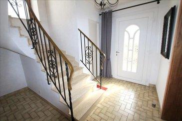 Baisse de prix &excl;&excl; <br /><br /><br />Venez découvrir cette maison au coeur du charmant village d\'AMANVILLERS&period;<br /><br />Concernant l\'agencement :<br /><br />Belle entrée avec cuisiné séparée, salon avec cheminée, wc et montée d\'escalier&period;<br /><br />En demi niveau, une grande terrasse carrelée<br /><br />A l\'étage, 2 chambres &lpar;22m² et 13 m²&rpar;, Salle de bain avec wc et trappe d\'accès pour des combles aménageables&period; <br /><br />Garage avec porte motorisées <br /><br /><br />Informations complémentaires : <br />- pas de copro&excl; <br />- Pas de travaux <br />- Taxe foncière &plus;|- 600 &apos;<br />- Toiture en bon état<br />- Possibilités de faire des pièces supplémentaires en combles &excl;