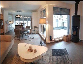 L'agence immobilière Spaceplus est heureuse  de vous proposer en exclusivité ce magnifique appartement situé en plein de coeur de Kopstal. L'appartement  baigné de lumiére  se compose comme suit : un spacieux salon/ séjour ouvert sur une magnifique cuisine équipée haut de gamme (Kichechef) de +/- 40m2 avec acces sur une terasse de +/- 8 m2;une salle de bain avec la baignoine et WC; 2 chambres à coucher.  Un débarras sur le pallier, une cave privée et 2 emplacements de parking souterrain viennent compléter ce bien.  A voir absolument, coup de coeur assuré!!! Les prix s'entendent frais d'agence 3% et TVA  17% inclus  L'agence immobilière Spaceplus s'engage dans toutes vos démarches immobilières. N'hésitz pas à consulter nos biens sur notre site www.spaceplus.lu