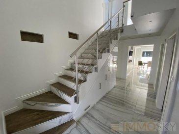 M572928 Exclusif ImmoSky Maison WOIPPY Village à Toit Plat de 2017 sur 5 ares 72 Offrant une entrée carrelé avec placard, Un salon séjour Cuisine équipée accès Véranda Terrasse et Jardin Clos, un dégagement dessert une chambre, un cellier, un Wc avec salle de douche carrelé et un garage.<br>A l\'étage un couloir accès Terrasse aérienne,  4 autres chambres de 12m2 à 20m2 chacune, une salle de bains avec wc de nuit, et une douche dans la chambre parent de 20 m2.<br>Maison RT 2012, Pompe à chaleur, chauffage au sol, double vitrage, véranda 15 m2, Isolation Façade par l\'extérieur ( la couleur rose sera changé).<br>Situation calme proches de tous commerces à 4 km de Metz.<br>Le bien sera libre en juillet 2020. Pour plus d\'informations Richard NGUYEN, Conseiller spécialiste du secteur, est à votre entière disposition au 06 23 12 78 87.<br>Honoraires à la charge du vendeur.