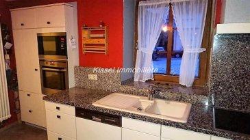 KISSEL IMMOBILIÈRE vous propose à la vente <br><br>Maison de 170 m² à Vianden<br><br>Composée de:<br><br>-Séjour avec cheminée<br>-Cuisine équipée<br>-6 Chambres<br>-2 Salles de bain et douche , WC<br>-2 Terrasses<br>-Débarras<br>-Buanderie<br>-Garage<br><br>Contactez Alexandre 691621235<br />Ref agence :4680018