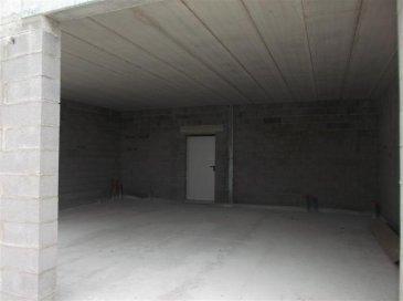 Fameck Zone industrielle la Feltière dépot neuf de 270 m2 avec bureau ,entièrement isolé Libre janvier 2018 Loyer HT 1 500 € charges HT 150 € Frais agence 1500 € Tél 06/25/49/64/87 Pas d'activité automobile
