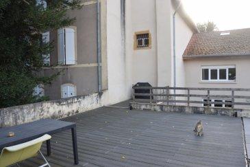 Appartement F6  - LORRY LES METZ. Lorry les Metz -  dans une maison de 2 appartements rénovés en 2011<br/>F6 en triplex de 185 m² avec entrée indépendante comprenant<br/>un salon-séjour avec accès terrasse menant à une 2ème terrasse de 50 m2 , une cuisine équipée, 5 chambres dont 1 suite parentale avec  douche, une salle de bains ,  une buanderie, 2 WC.<br/><br/>2 garages en cour intérieure viennent compléter ce bien.<br/><br/>Contact : Sandrine Perceval 06.34.65.29.84<br/><br/><br/><br/><br/><br/>Copropriété de 7 lots (Pas de procédure en cours).<br/>Charges annuelles : 800.00 euros.