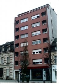 BELARDIMMO vous propose à la vente un appartement de deux chambres à coucher, à Esch-sur-Alzette, dans une résidence proche de toutes commodités et moyens de transports.  L'appartement se compose ainsi :  - hall d'entrée - cuisine fermée - débarras / buanderie - 2 chambres à coucher ( 13,6 m² / 10 m² ) - living ( 24 m²)  - salle de bain avec WC  Les revêtements de sols du living et des chambres sont en parquet; le reste des sols est en carrelage.  L'appartement nécessite d'un petit rafraîchissement.   L'appartement bénéficie également d'une cave.  Pour toutes informations complémentaires ou une éventuelle visite veuillez contacter Monsieur Paci au  352 661572502.             Ref agence :JP176