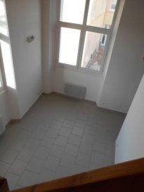 Réf: 5768  Appartement en rez-de-chaussée surélévé avec une jolie vue sur les dunes secteur Berck Plage Nord de 35 m² sans extérieur:   Entrée avec placard, séjour avec un coin cuisine non équipée, salle de bains avec wc.  Loyer: 320 € Charges: 40 € (eau et edf en supplément)  1 mois de caution   frais d\'agence: 360 €  Libre le 15/09/18  Réf: 5768