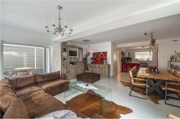 Veuillez contacter Felice Capraro pour de plus amples informations : - T : +352 621 251 398 - E : felice.capraro@remax.lu  REMAX, Spécialiste de l'immobilier à Luxembourg, vous présente une maison de 3 chambres, d'une surface de 170 m² sur un terrain de 5.52 ares, en vente, située à Tétange-Kayl dans une rue calme. Elle se compose comme suit :  Rez-de-chaussée : Hall d'entrée, Séjour spacieux lumineux avec baies vitrées donnant un accès à une grande terrasse, une cuisine équipée avec frigo américain, machine à glaçon, WC séparé, chauffage au sol.  1er étage : Une suite parentale de 25 m² avec dressing et accès à une deuxième terrasse exposée sud, salle de bains de 16 m² avec douche italienne et fonction cascade, grande baignoire.  2? étage : 2 chambres à coucher, suivies d'un bureau et du local technique de la maison.  Extérieur : Jardin arboré et complètement clos avec plusieurs oliviers, figuiers et donnant accès directement à la forêt, jacuzzi 4 places, deux terrasses, grill mural.  Triple vitrage, chauffage au sol au rez-de-chaussée, cuve d'eau de 10.000 litres qui alimente les WC et jardin, façade isolante, ventilation contrôlée, pluggit wifi, volet électrique, filtre à eau potable.  À visiter sans tarder?!  Frais d'agence RE/MAX : 3 % du prix de vente + TVA à charge de la partie venderesse