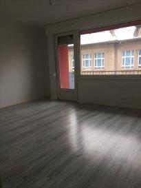 ALT\'IMMOGEST.COM votre agence immobillière vous propose :  Un appartement situe dans une rue parallèle à la rue de metz près du la régis d\'hagondange 2ème étage de type F3   Il se compose d\'une entrée, d\'un bel espace de séjour lumineux avec accès a un balcon, une cuisine meublé.  Deux chambres, une salle de bain avec baignoire, WC indépendant.  En annexe vous disposerez d\'une cave.   L\'appartement est disponible rapidement.    Loyer hors charges: 570 € Provision mensuelle sur charges récupérable : 50 € (T.O.M., électricité et entretien des communs,entretien chaudière) Loyer charges comprises : 620 €  Dépôt de garantie : 570€  Honoraires charges locataire :  - constitution du dossier, rédaction de bail : 360 € TTC - état des lieux : 90 € TTC   Agence ALT\'IMMOGEST.COM 28 Rue Emile Zola 57300 HAGONDANGE Mme SZYNAL Estelle 0387673413