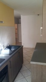 Dans un quartier calme de la ville de Briey, appartement en rez-de-chaussée avec place de stationnement en parking fermé, comprenant : une entrée, un séjour, une cuisine équipée et aménagée, une chambre, une salle de bains et WC séparé.