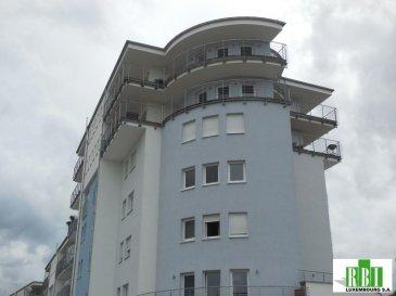 Plusieurs parkings intérieurs restent à vendre dans une résidence à l`entrée de Esch/Lallange.<br>Le prix s\'entend en fonction de la surface à partir de \' 17.000\'  à 27.500\' tva comprise<br>en raison de la largeur des parkings - les moins larges 2,25m à 2,90m<br><br />Ref agence :2448799