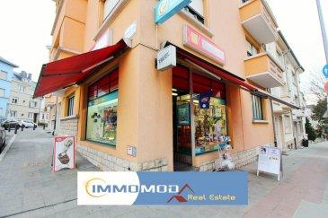 L'agence Immomod S.A., vous propose ce fond de commerce en vent  à Luxembourg - Belair.   Le kiosque Tabac - Presse - Lotto est bien localisé  à proximité des écoles et bureaux.   La surface : 40 m² la salle de vente + 18 m² bureau à l'arrière + salle de bain et une cuisine de : 12 m².    Loyer : 2000 € avec les charges inclus. Contrat de bail : 3-6-9   Pour d'autres informations, n'hésitez pas à contacter notre agent commercial Stanislav Tyutyayev au 691 92 54 85 ou l'agence au 27990953.