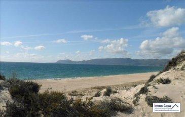 Portugal - Setubal (Troia)   AVEZ ûVOUS DÉJÀ PENSÉ À AVOIR UNE MAISON AU PORTUGAL?   Si vous y passez déjà des vacances, pourquoi ne pas y élire domicile? En plus toutes les raisons que vous connaissez déjà, sachez que le Portugal offre des conditions attractives pour votre achat, qu'il soit à titre personnel ou pour investissement.  Vous vivez dans un pays avec une grande variété de paysages et d'environnement à courtes distances, plages avec étendus de sable à perte de vue, montagnes et de plaines dorées, villes cosmopolites et un patrimoine millénaire.  Saviez-vous que nombres d'heures de soleil arrive à  atteindre les 3300heures au sud du pays et 1600heures au nord, ce qui correspond aux chiffres les plus élevés en Europe ? Sans oublier les avantages fiscaux pour les pensionnés qui veulent habiter au Portugal. Pas de taxe sur le revenu pendant 10 ans.  Immo Casa vous propose plus de 500 biens au Portugal des appartements de 75m2 au prix de 50.000Eur à la Villa de 500m2 au prix de 3.500.000Eur, dans des endroits très prisés du Portugal. Financements à 90% par une institution financière Portugaise.  Du Nord au Sud du Portugal en passant par le Centre et le Littoral, des maisons et appartements dans des villes à l'intérieur, comme des maisons et appartements au bord de la mer.   Quelques villes, Braga, Porto, Coimbra, Nazaré, Figueira da Foz, Campo-Maior, Portalegre, Setúbal(Troia), Lisboa, Cascais, Estoril, Faro, Olhão, Albufeira et beaucoup d'autres.  Vous pouvez nous envoyer votre recherche quelle type de bien et votre budjet et on se fera un plaisir à vous le trouver.  Ref agence :SA1905636