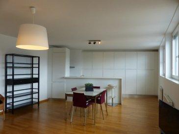 Le superbe appartement ± 105 m² est situé au 4ème étage accessible par ascenseur et dispose de 2 belles chambres ± 19 et 19 m², une chambre incluant un dressing ± 6 m² et l'autre une salle de douche et deux vasques en suite, un wc séparé ± 3m2, et un séjour ± 42 m² ouvert sur la cuisine équipée ± 6 m² avec accès à un balcon ± 2.5 m². L'appartement dispose de nombreux placards, l'éclairage est discrèt et moderne, le sol est en parquet, la vue est dégagée à l'avant comme à l'arrière.  L'appartement est accessible par ascenseur et inclue une cave ± 9 m².  Celui-ci est situé dans un immeuble à l'entrée de la Ville de Luxembourg, proche de l'autoroute, arrêt de bus quasi devant la porte de l'immeuble, Ecoles du Campus Gessekneapchen (ISL, Athénée, Alyne Mayrisch, EGC, ... à distance à pied.   Généralités:  Appartement haut de gamme avec de belles finitions; Parquet dans les chambres et dans le séjour; Portes-fenêtres en oscillo-battant + ouverture sur le balcon; Classe énergétique