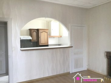 Sympathique trois pièces très lumineux situé à l'entrée de Lunéville avec portion de jardin privatif sur l'arrière du bâtiment  Ce logement est composée d'une chambre, d'une pièce avec un salon et une salle à manger ouverts sur une cuisine équipée, une salle d'eau avec douche, un toilette, un grand placard, une portion de jardin.  La composition de l'appartement est modulable. Il est possible de faire deux chambres, et un salon. L'appartement est situé au premier étage de l'immeuble.