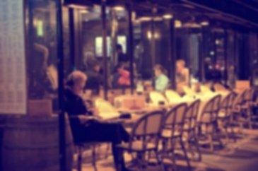 Vente d\'un fonds de commerce de restaurant situé dans le cœur de l\'hypercentre de Metz,   Ce dernier se situe dans les artères principales passantes,   Le restaurant se compose de la manière suivante :   - Salle restauration pouvant accueillir 45 couverts,  - Terrasse pouvant accueillir 30 couverts  - Cuisine en rez-de-chaussée (Avec four à bois)  - Sous-sol aménagé de plus de 50m² comprenant la plonge et l\'espace réserve,  Le local commercial est en très bon état, de plus il est équipé d\'une climatisation et d\'un monte plat.   Loyer : 28 200 € HT/HC/AN Charges : 1 200 € / AN Prix FAI : 190 000 €  Pour plus de renseignements contactez : Julien Rach 07.81.52.53.74 Cabinet Procomm - Immogest