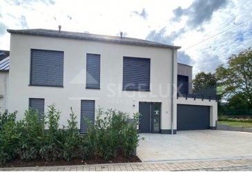 APPARTEMENT MEUBLE   Sigelux Real Estate vous propose à la location cet appartement meublé 2 chambres, au rez de chaussée, d'une maison bi familiale, construction 2021.    Il se situe au 21, rue Pescatore L- 7378 Bofferdange  Sa surface habitable est de +/- 70 m2, il se compose comme suit :  - hall d'entrée - cuisine équipée ouverte - living accès terrasse de 26m2,  jardin - 2 chambres de 12 et 15m2 - une salle de douche - 1 toilette séparée - 1 garage fermé - buanderie - chauffage au sol  - parquet   Loyer : 1950 € Charges : 200€ Garantie locative : 3 mois de loyer   Pour plus de renseignement ou un Rendez-vous pour visiter contactez : SIGELUX : 46 71 31 ou info@sigelux.lu