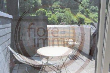 Nous avons le plaisir de vous proposer à la location un beau duplex situé au 3ème étage d'une résidence moderne au Luxembourg-Neudorf.  De par sa situation géographique exceptionnelle, vous accédez directement au quartier du Kirchberg, à l'aéroport et à Clausen et Grund.  D'une surface de 60m², l'appartement se compose comme suit : - Une belle cuisine entièrement équipée avec cellier ;   - Une chambre très spacieuse à l'étage ; - Une grande pièce à vivre très lumineuse avec accès sur une terrasse sans vis-à-vis ; - Une salle de douche avec toilette ; - Parking lift ;  Détails : - Pas meublé. - Dernier étage sans ascenseur ; - Chauffage au gaz ; - Proche de plusieurs arrêts de bus ; - Animaux non acceptés.  Frais d'agence un mois de loyer + 17% TVA.  Pour plus de renseignements, veuillez contacter l'agence.<br />We are pleased to propose for rent a beautiful duplex located on the 3rd floor of a modern residence in Luxembourg-Neudorf.  Due to its exceptional location, you have direct access to the Kirchberg district, the airport, Clausen and Grund.  Covering an area of 60m², the apartment is composed as follows:  - A beautiful fully equipped kitchen with pantry; - A very spacious room upstairs; - A large living room very bright with access to a terrace without vis-à-vis; - A shower room with toilet;  - Lift parking.  Details: - Not furnished; - Last floor without elevator; - Gas heating; - Close to several bus stops; - Animals not accepted.  Agency fees one month rent + 17% VAT.  For more information, please contact the agency.