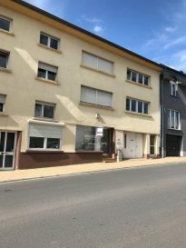 Appartement à louer à Steinfort   Appartement de 113 m2 avec 3 chambres au 1 étage d'une Résidence de 4 unités situé au 27, Route de Luxembourg à Steinfort.  Proche de toutes les commodités: Ecoles, transportes communs, commerces, a deux pas du centre ville de Steinfort.  Loyer : 1.500,00 Euros Caution : 3.000,00 Euros Frais d'agence : 1.500,00 +17% TVA   Disponible le 1 de Décembre de 2020   Pour plus d'informations, contacter : Monsieur Acacio Da Silva : 621 195861
