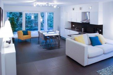 Soho Real Estate propose à la location un lumineux appartement situé au rez-de-chaussée d'une copropriété récemment construite à Canach dans la commune de Lenningen situé à 17km de Luxembourg-Centre.  L'appartement est réparti sur 82 m2 de surface nette s'articulant autour d'un grand espace de vie central composé d'une cuisine ouverte sur le salon bénéficiant d'une grande luminosité . A une grande chambre à coucher s'en ajoute une deuxième plus petite pouvant faire office de bureau. L'appartement dispose de deux salles d'eau avec respectivement une baignoire et une douche. Un emplacement dans la buanderie commune, un emplacement de stationnement privatif dans le garage sécurisée, ainsi qu'une cave viennent compléter l'offre. Une grande terrasse de 84 m2 ajoute un confort de vie supplémentaire à ce bel ensemble où chaque détail a été minutieusement étudié tant par le choix de matériaux nobles que par les multiples équipements haut de gamme.  L'appartement est proposé entièrement meublé et équipé.  Situé dans un écrin de verdure (à quelques minutes du Kikuoka Golf & Spa) et à proximité immédiate des grands axes routiers permettant de rejoindre en voiture le plateau du Kirchberg en 19 minutes, le centre-ville de Luxembourg en 23 minutes, et l'aéroport de Findel en 15 minutes. Un arrêt se trouvant à 243 m de l'appartement rends facile l'accès aux transports publics qui permettent de rejoindre Luxembourg en moins de 30 minutes.  Pour plus d'informations et/ou pour planifier une visite, veuillez nous contacter par téléphone au +352 661 349 404 ou par email à simon@sohoimmo.lu. ___________________________________________________________________ Soho Real Estate offers for rent a bright apartment located on the ground floor of a recently built condominium in Canach in the municipality of Lenningen, located 17km from Luxembourg-Center.  The apartment is spread over 82 m2 of net surface area around a large central living space consisting of a kitchen open to the living room e